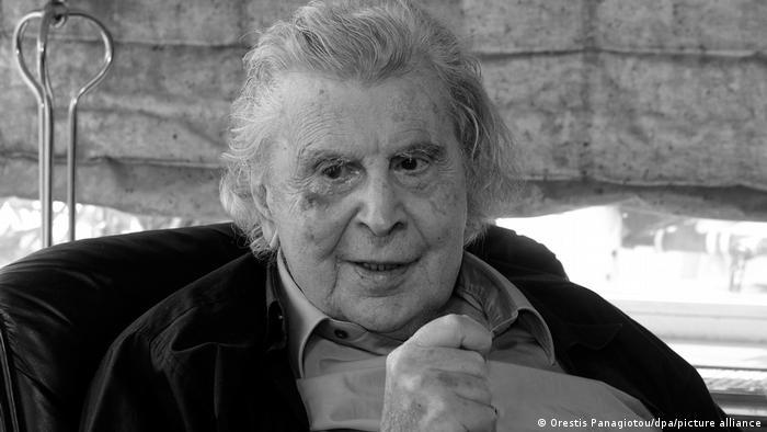 Photo of В Греции умер автор музыки к танцу сиртаки Теодоракис