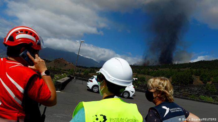 Photo of На Канарах началась эвакуация из-за извержения вулкана