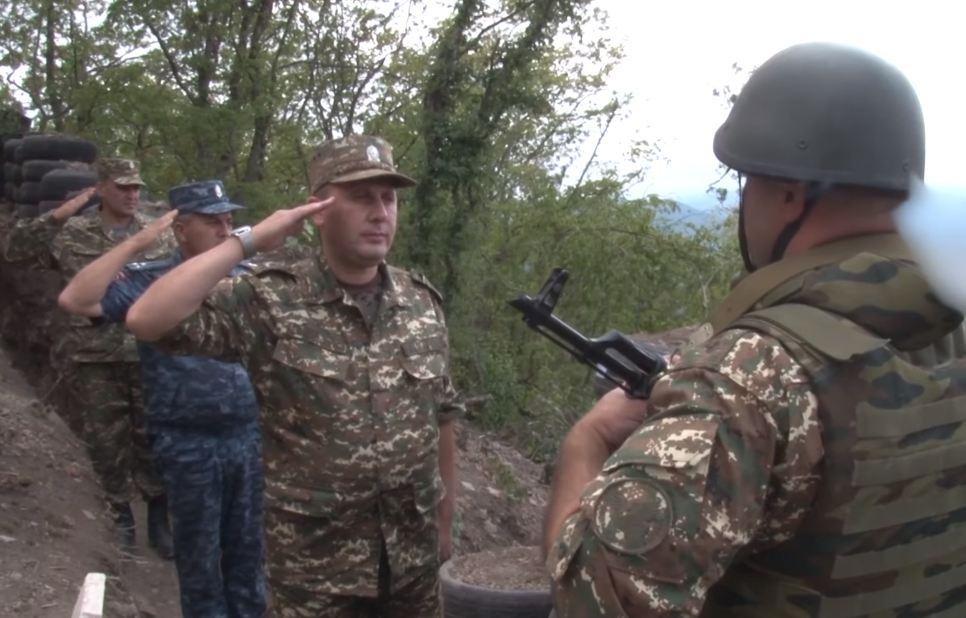 Photo of ՈԶ հրամանատարն ու ՃՈ պետն այցելել են մարտական դիրքեր