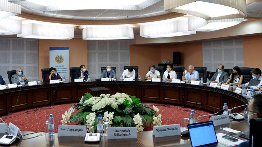 Photo of Իրավաբանները նախարարի հետ քննարկել են սահմանադրական բարեփոխումների հարցը