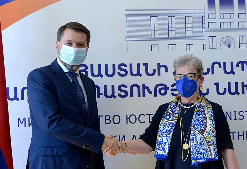 Photo of Карен Андреасян и Андреа Викторин обсудили процесс реформирования полиции