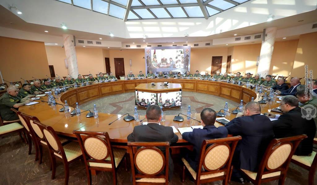 Photo of Состоялось совещание во главе с министром обороны, посвященное подготовке ВС к зиме