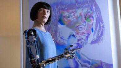 Photo of В Египте задержали робота-художницу Ai-Da. Пограничники заподозрили ее в шпионаже