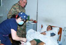 Photo of ՊԲ հրամանատարն այցելել է վիրավորված և Ստեփանակերտի հոսպիտալում բուժվող զինծառայողներին
