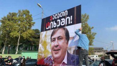 Photo of «Палача – в тюрьму»: противники освобождения Саакашвили провели акцию у руставской тюрьмы