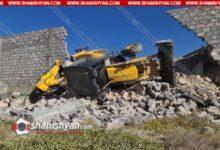 Photo of Երևանում շինաշխատանքներ կատարող տրակտորը կողաշրջվել ու փլուզել է մեծ քարե պարիսպը